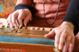 Harmonium_hands_horizontal.jpg.scaled500